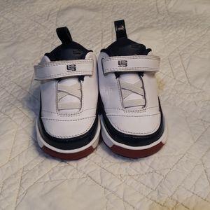 2006 Nike Lebron st shoes